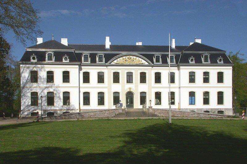800px-Weissenhaus_Mai_2012a