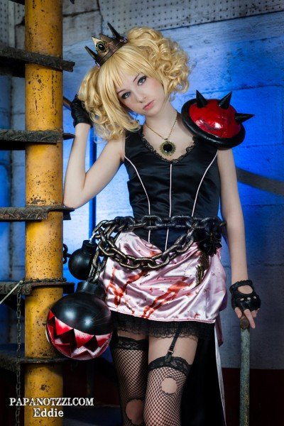 evil-princess-peach-cosplay